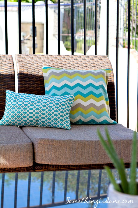 Exceptionnel Chevron Pillow