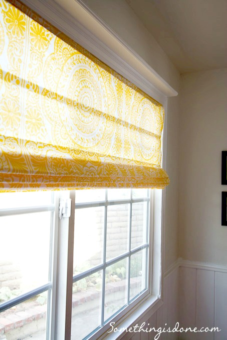 Diy Roman Shade From Mini Blinds And Shower Curtain