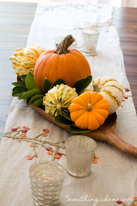 Easy pumpkin centerpiece for Simple pumpkin centerpieces